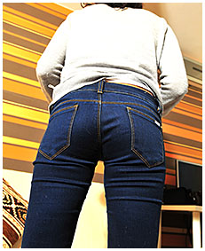 sara pisses herself reading a magazine wetting her jeans 01