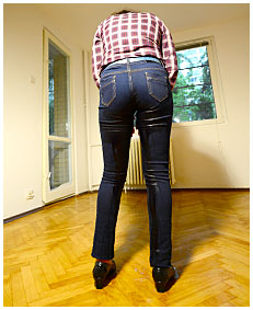 sara pisses herself wetting jeans 2015 03