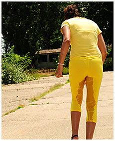 running lady pisses her tights exercising 05