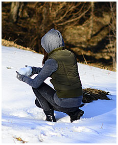 pissed jeans in snow wetting dark jeans 00
