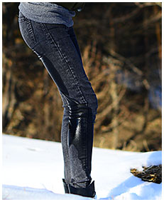 pissed jeans in snow wetting dark jeans 04