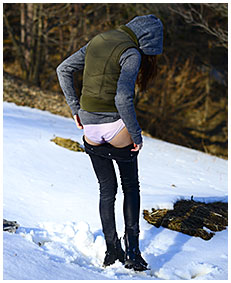 pissed jeans in snow wetting dark jeans 05