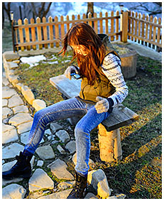 teen wets her jeans outside cold weather 02