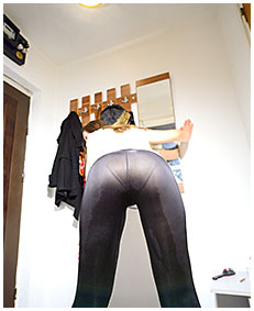 putting on her shoes claudia pisses her black tights 74