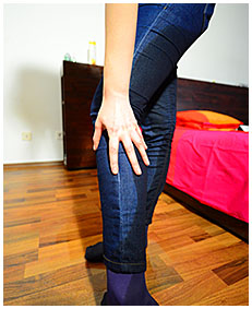 claudia pisses her tight blue jeans and purple pantyhose 04