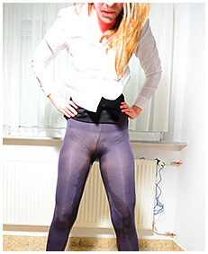 claudia pisses herself bound to a radiator 03