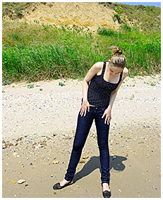 tight jeans wetting with claudia on the beach 01