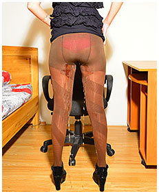 debbie wets herself pissing brown pantyhose 04