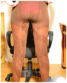 debbie wets herself pissing brown pantyhose 01