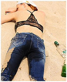 girl too drunk to pee wets herself in her tight jeans 00