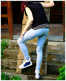 girl wetting leggings sneakers 03
