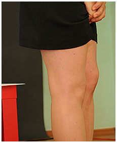 julia wets her office skirt peeing into her pantyhose 02