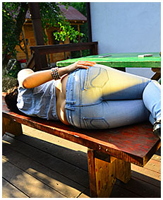 girl wets her jeans pissed drunk wetting jeans accident 01