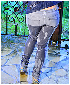 she pissed her gray jeans 02