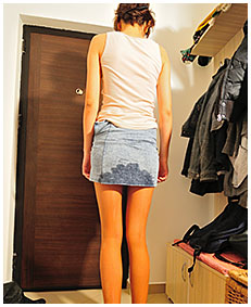 natalie pisses 93 skirt pantyhose