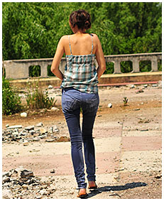 she is wetting her jeans 01