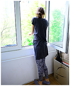 she wets her tights stuck on balcony pissing her pants wetting herself piss 04
