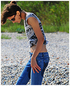beach desperation natalie wets her blue jeans on the beach pissing herself 00