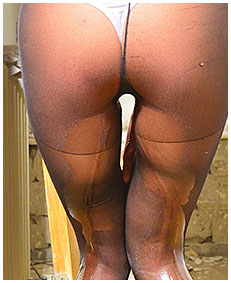 girl wets her jeans pantyhose broken toilet accident piss 03
