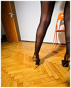 olivia dances and pees into pantyhose show 01
