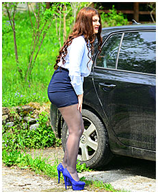forgotten for hours in the car escort pisses her pantyhose 01