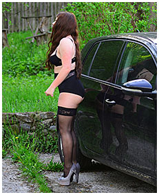 lady wets herself during car auction 03