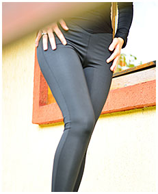 Black tights overalls with stuck zipper