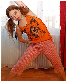 laura wets her pj working out 03