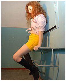yellow skirt accident with laura 01