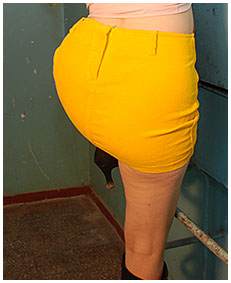yellow skirt accident with laura 03