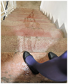 dee is wetting her pantyhose on the stairs 28