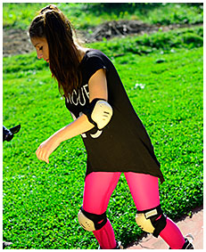 purple tights piss rollerblading girl wets her tights accident wetting 02