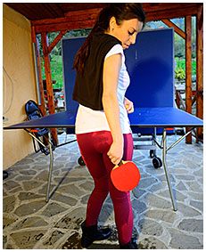 dee plays ping pong with wet pants she has pissed herself 05