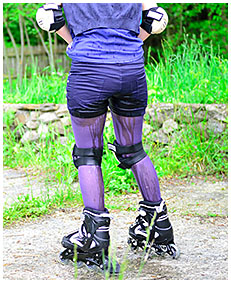roller skate pee accident shorts and pantyhose 03
