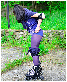 roller skate pee accident shorts and pantyhose 04
