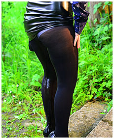pantyhose accident in rain 01