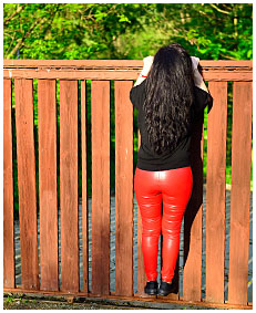 red leather pissed herself 00