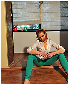 dominika does pedicure and pisses her green jeans 00