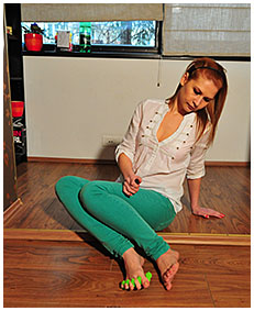 dominika does pedicure and pisses her green jeans 01