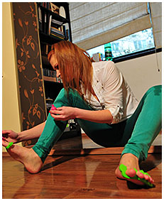 dominika does pedicure and pisses her green jeans 03