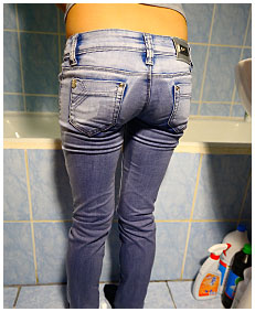 tight jeans piss in bathroom antonia 04