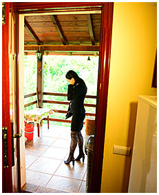 lady pisses her pantyhose up a staircase 02