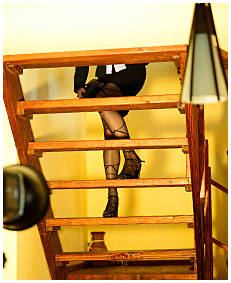 lady pisses her pantyhose up a staircase 04