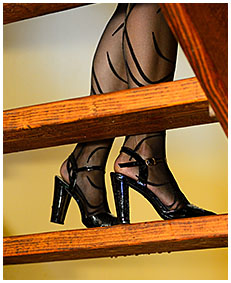 lady pisses her pantyhose up a staircase 00