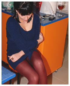 alice from realwetting com about to burst in public pee in her pantyhose