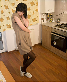alice pees her pantyhose in the kitche 88 0001