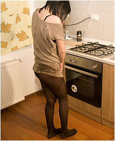 alice pees her pantyhose in the kitche 88 0036