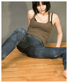 alice pisses her jeans lying down as requested 2