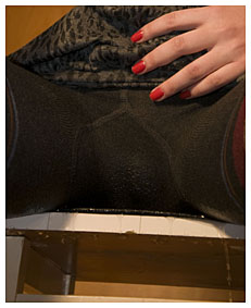 alice pisses her tights for fun 094