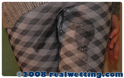 urinating-in-her-tweed-tights-pissing-herself-bursting-bladders-real-wetting-pictures